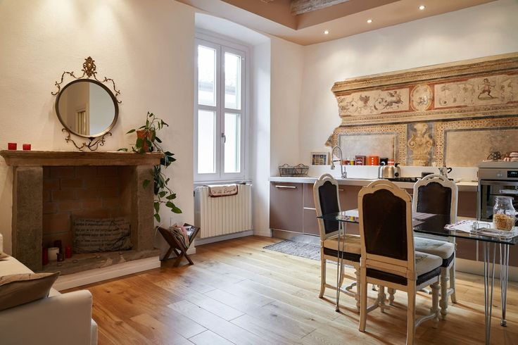 """Квартира в Бергамо, Италия. """"Cà del Borgo"""" è un accogliente appartamento ad uso esclusivo, con affresco d'epoca, situato nel cuore di uno dei principali borghi storici di Bergamo, a due passi da Città Alta e dai musei cittadini. Potrete usare la cucina attrezzata"""