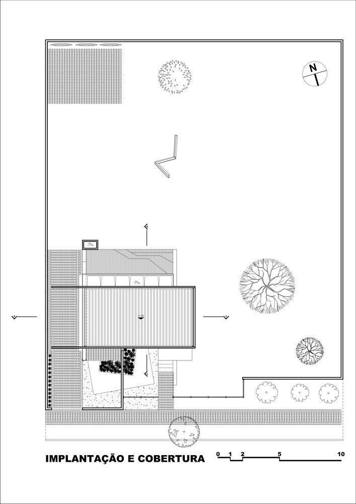 Casa 12.20, Alex Nogueira l A estrutura é aparente e mista, tanto o concreto armado como os perfis metálicos fazem parte da proposta estética, seja pelo seu aspecto visual inerente e explicitado, seja pelos vãos e balanços alcançados, um jogo que tenta ser sutil e objetivo.