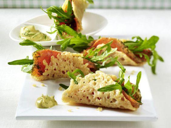 Unser beliebtes Rezept für Parmesan-Tacos mit Graved Lachs und mehr als 55.000 weitere kostenlose Rezepte auf LECKER.de.