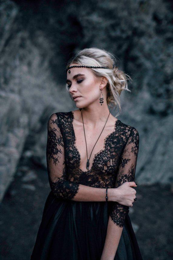 Noir de robe de mariée col v profond de dentelle à par CathyTelle