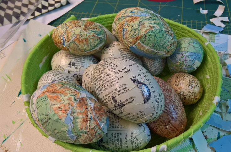 eastereggs with book & atlaspaper