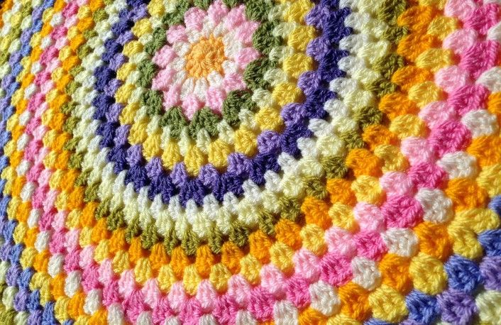 A crocheted circle that doesn't curl or ruffle actually IS possible! Learn how to crochet a flat circle with these 6 genius hacks.