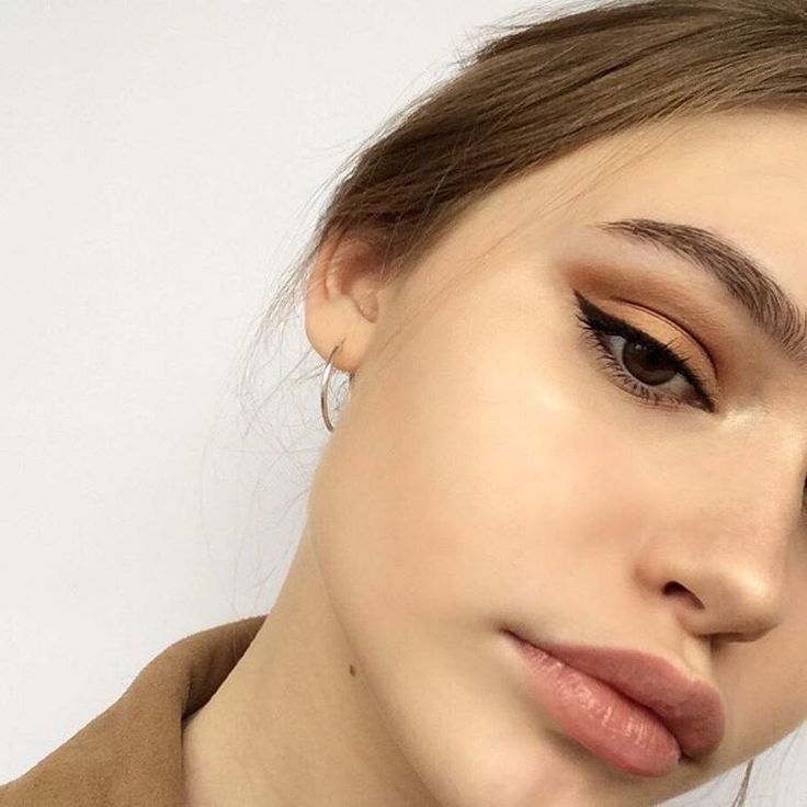winged liner and copper shadow