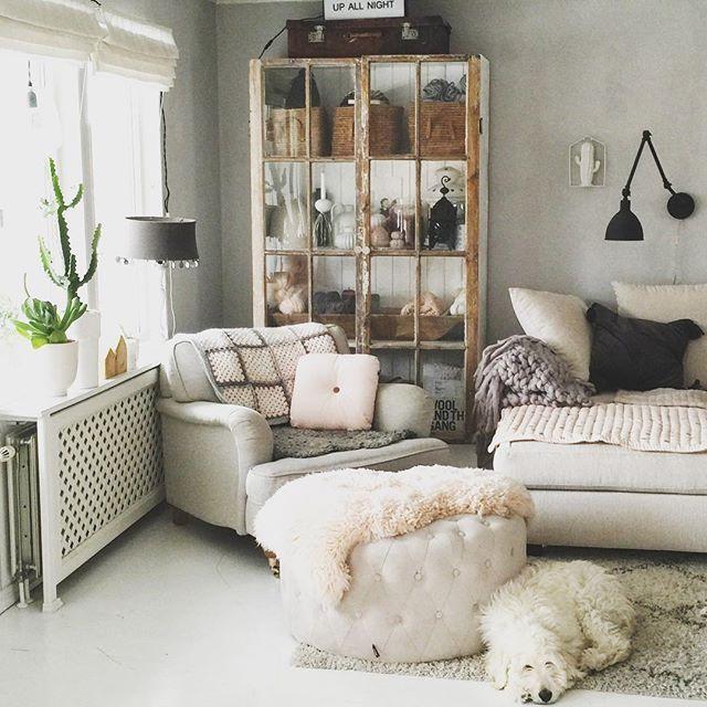 My livingroom, I guess soft pastell colours is really my thing right now  #myhome #livingroom #interiordesign #hemmahosmig #vardagsrum #inredning #inredningsinspiration