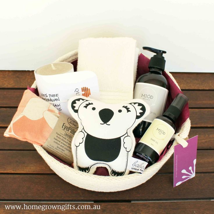 This unique Mum to Be gift basket includes gifts for a deserving Mum and her baby: Queen B Honeycomb Candle 10cm x 6cm 30 hours burn time (or 30 re...