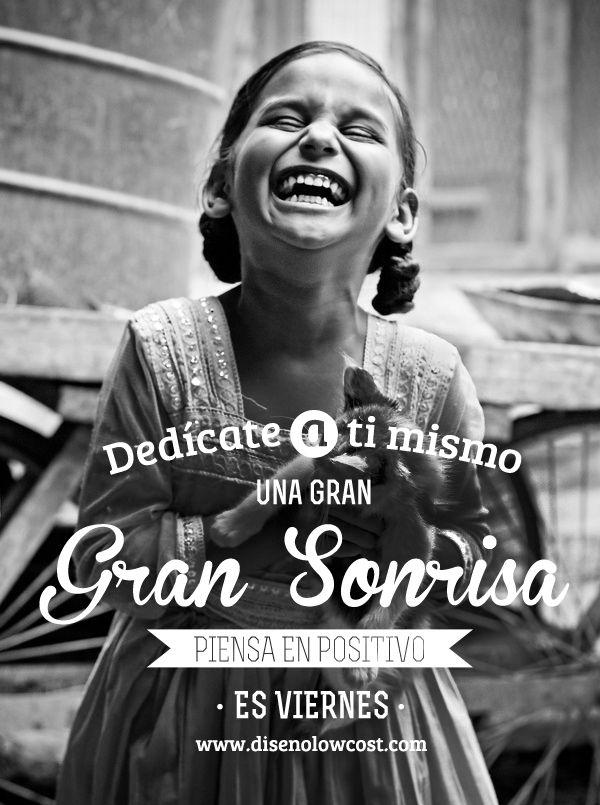Dedícate a ti mismo una gran sonrisa, por fin es viernes! #porfinesviernes #pensamientopositivo