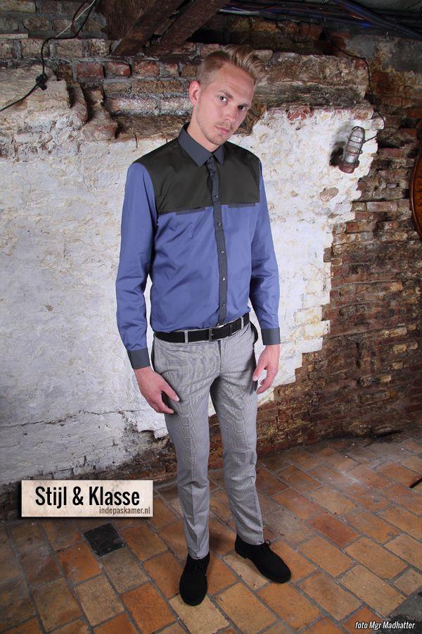 """Laat+zien+dat+je+stijl+en+klasse+hebt+met+deze+Look+of+the+Day.+Het+stijlvolle+shirt+van+Strellson+heeft+een+mosgroen+bovenstuk+en+een+blauw+onderstuk+met+blauwe+mouwen.+Draag+het+shirt+gesloten+en+stop+'m+in+je+grijs+geruite+pantalon+van+Zara.+Maak+de+look+af+met+een+<a+href=""""http://www.indepaskamer.nl/day-stijl-klasse/#more-""""+""""+class=""""more-link"""">more+»"""
