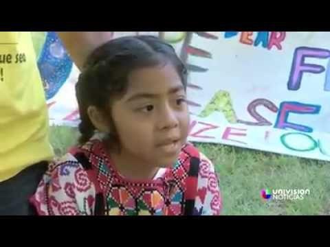 Sophie Cruz, la niña hispana que paralizó la caravana papal en Washington. - YouTube