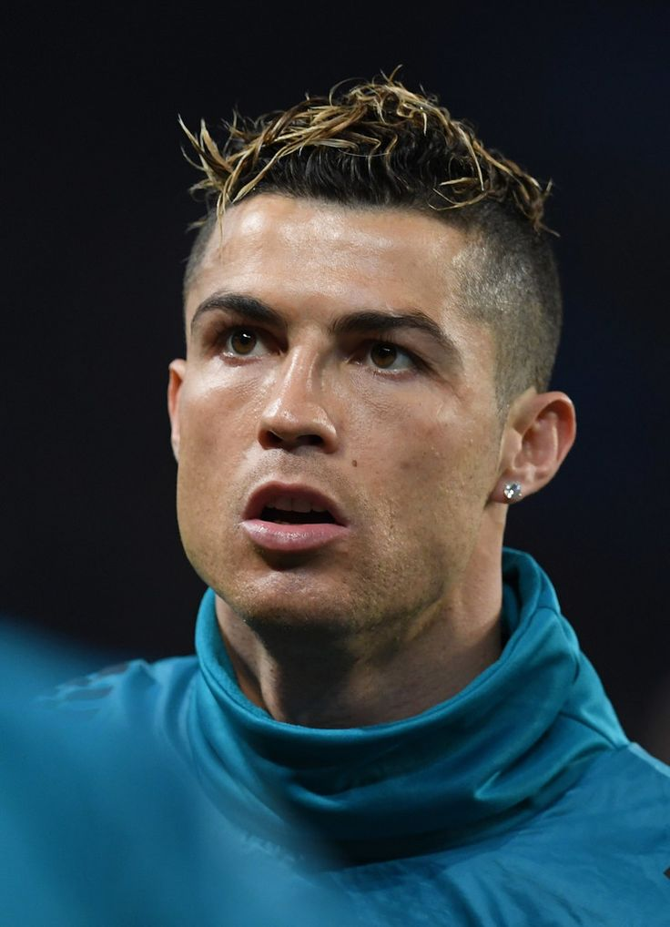 Cristiano Ronaldo Photos - Cristiano Ronaldo of Real Madrid warms up prior to the UEFA Champions League Round of 16 Second Leg match between Paris Saint-Germain and Real Madrid at Parc des Princes on March 6, 2018 in Paris, France. - Paris Saint-Germain v Real Madrid - UEFA Champions League Round of 16: Second Leg