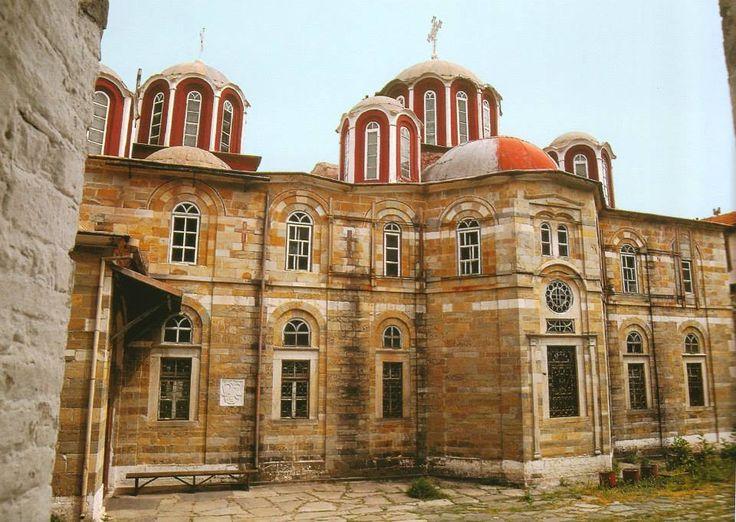 Η νότια όψη του καθολικού. Ιερά Μονή Ζωγράφου, Άγιον Όρος - The katholikon from the south. Holy Monastery of Zografou, Mount Athos