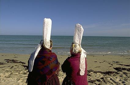 Bigoudènes face à la mer