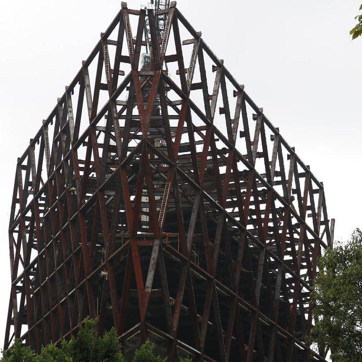 MONUMENTO A LA CORRUPCIÓN INMOBILIARIA EN LA CIUDAD DE MÉXICO.  #Estructura #Structure #Monstruo #Acero #Monster #Steel #Construcción #Construction #Arquitectura #Architecture #Edificio #Abandoned #Building #Insurgentes2021 #Corrupción #StopCorruption #Corruption #Avenida #Insurgentes #Altavista #Antiguo #Barrio #SanÁngel #Pueblo #Patrimonio #CDMX #CiudadDeMéxico #MexicoCity #México #SanAngel  Foto: PLV.