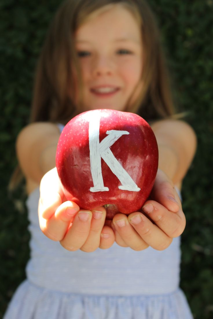 Tons of creative ways to take your kids' back to school photos.