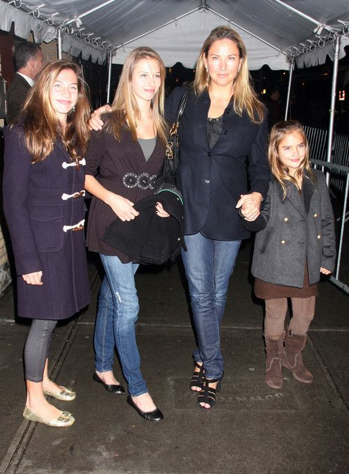 Jill Goodacre & Her 'Twilight' Trio Mrs. Harry Connick, Jr., with the three lovely daughters she and Harry had together.