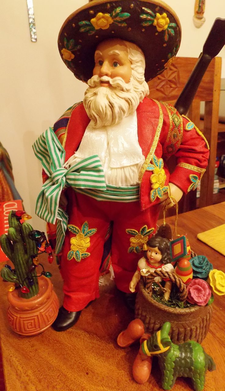 Traditional mexican christmas decorations - Mexican Santa Flowered Hat
