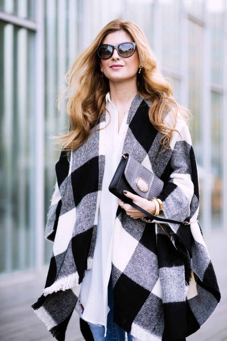 Casual Look. Look con poncho de cuadros. A trendy life. #casual #denim #jeans #ponchocuadros #tousjewelry #pimkie #stradivarius #calzedonia #tous #vogueeyewear #castañer #outfit #fashionblogger #atrendylife www.atrendylifestyle.com