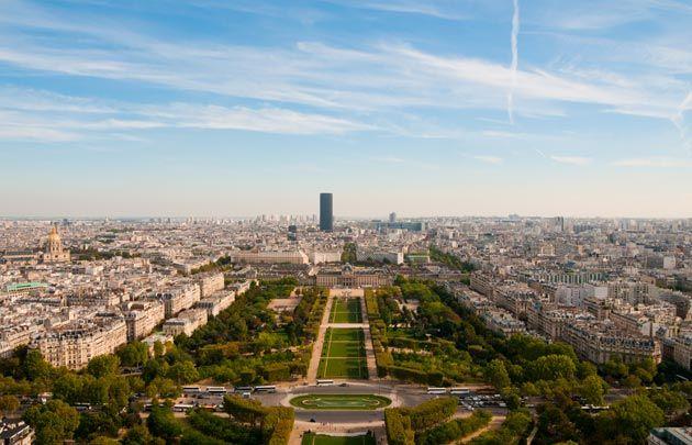 Parc du Champ-de-Mars - Ouvert en 1780, le parc du Champ-de-Mars s'étend entre l'École Militaire et la tour Eiffel. Haut lieu de grandes...