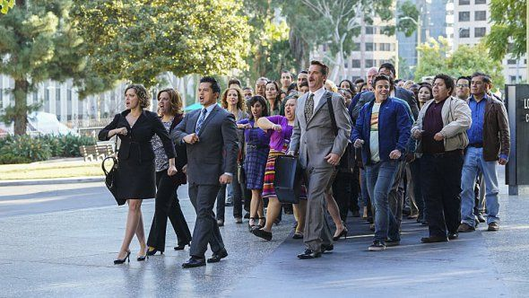 The Crazy Ex-Girlfriend TV show has been renewed for a second season by The CW.  Do you like this low-rated dramedy?