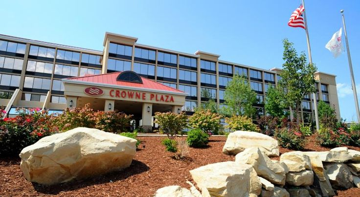 Crowne Plaza Cleveland Airport Middleburg Heights Cleveland city centre and the NASA Lewis Research Center are within driving distance of this Middleburg Heights, Ohio hotel, featuring an on-site restaurant and free shuttles to Cleveland Hopkins International Airport.