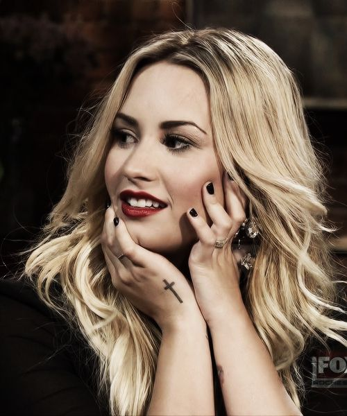 25 best ideas about demi lovato blonde hair on pinterest