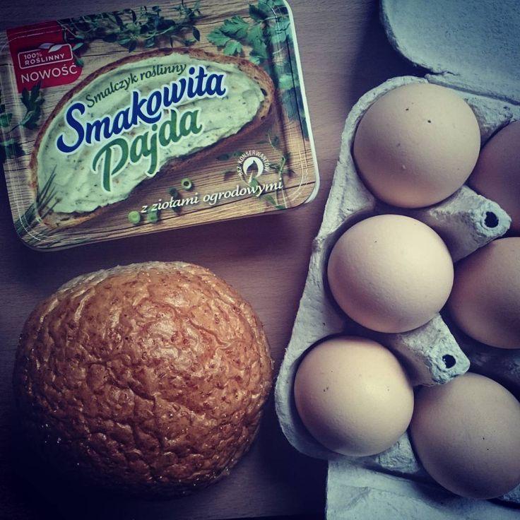 Kto rano wstaje, ten szykuje śniadanie :)  #SmakowitaPajda #SmalczykRoślinny https://www.instagram.com/p/BCR5nzDnoVV/