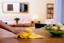 Tengo que quitar la mesa. Yo siempro quitar la mesa después mi familia come una comida.