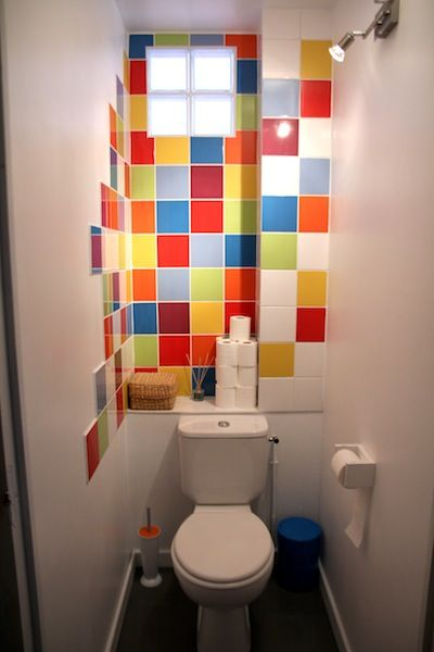 Water Closet / Love the use of color in such a small space