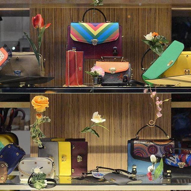 Borse Numeroventidue.  Top + Guscio + Body  #createyourbag.  Disponibili nei nostri punti vendita Carpel Pelletterie in Bastia Umbra, Foligno, Fabriano e Gualdo Tadino.  #Numeroventidue #bag #handbag #ss16 #springsummer #Fashion #instafashion #cool #style #instastyle #weekendiscoming #cosebelle #picoftheday