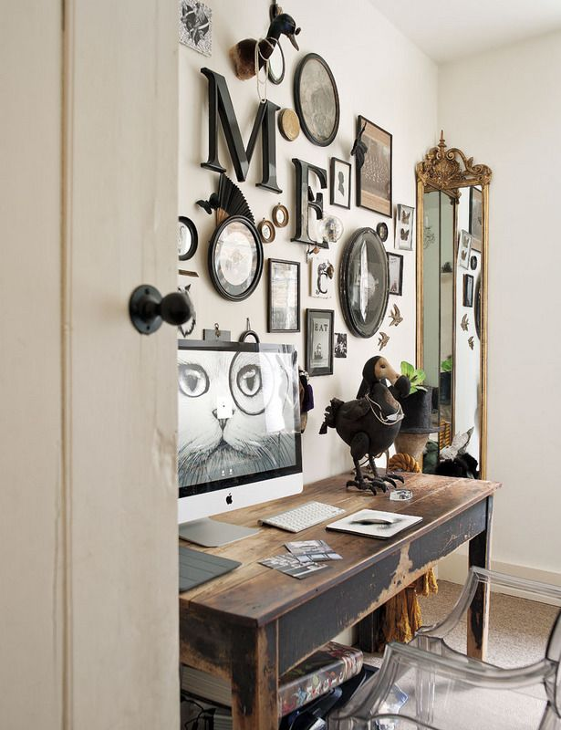 Absolutely love this wall display—gorgeous eclectic style—London home of British artist, Rory Dobner❣ elles.es