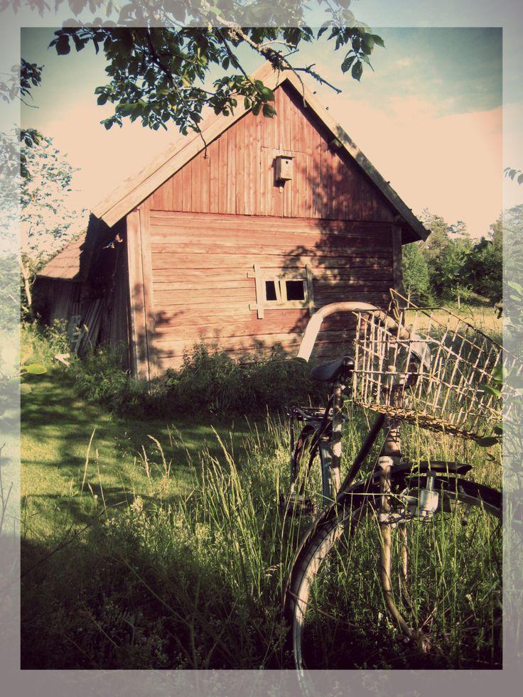 Gammal lada och cykel