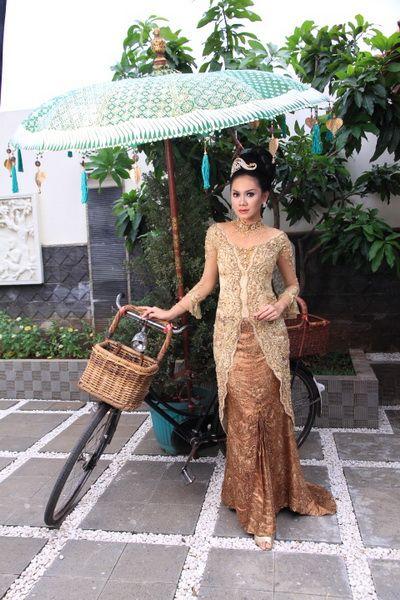Fashion show on street kebaya modern dress in Bali 2016