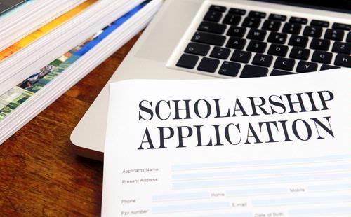 Siapa yang tak ingin mendapatkan beasiswa ke luar negeri. Tapi benarkah untuk mendapatkannya sangat sulit? Simak tips sukses meraih beasiswa luar negeri