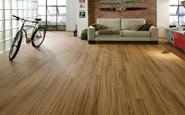 rustikales Wohnzimmer mit Holzboden