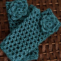 Crochet Fingerless Gloves free pattern. (Matching Hat pattern also)