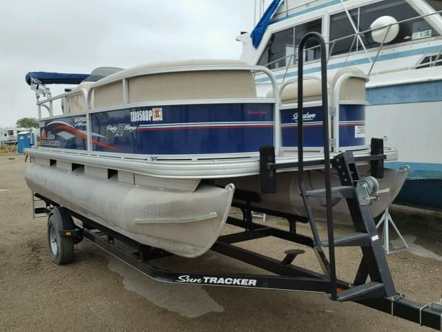 Salvage 2016 Suntracker Party Barge 18dlx