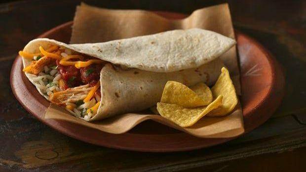 Unser Old El Paso Rezept für El-Grande-Burritos ist schnell zubereitet. In der Mikrowelle sind diese Burritos mit Pouletfüllung im Nu zubereitet.