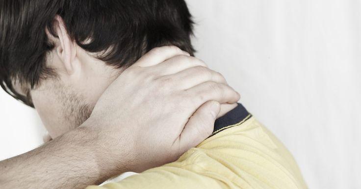 Cómo curar la rigidez del cuello y las mejillas. Los músculos del cuello y la cara mueven la cabeza de arriba hacia abajo y de un lado al otro, producen el habla y mastican los alimentos. Estos músculos pueden tensarse debido al estrés, la mala postura, lesiones, enfermedades o posiciones extrañas al dormir. Como consecuencia puedes sufrir dolores de cabeza, rigidez en el cuello, dolor al ...