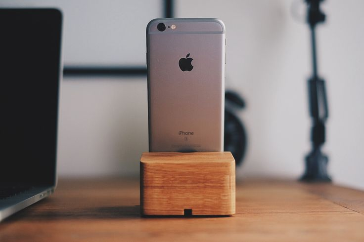 Artistically handcrafted from start to finish, it is made from natural oak wood with an angled slot that safely holds your iPhone in an optimal viewing position.