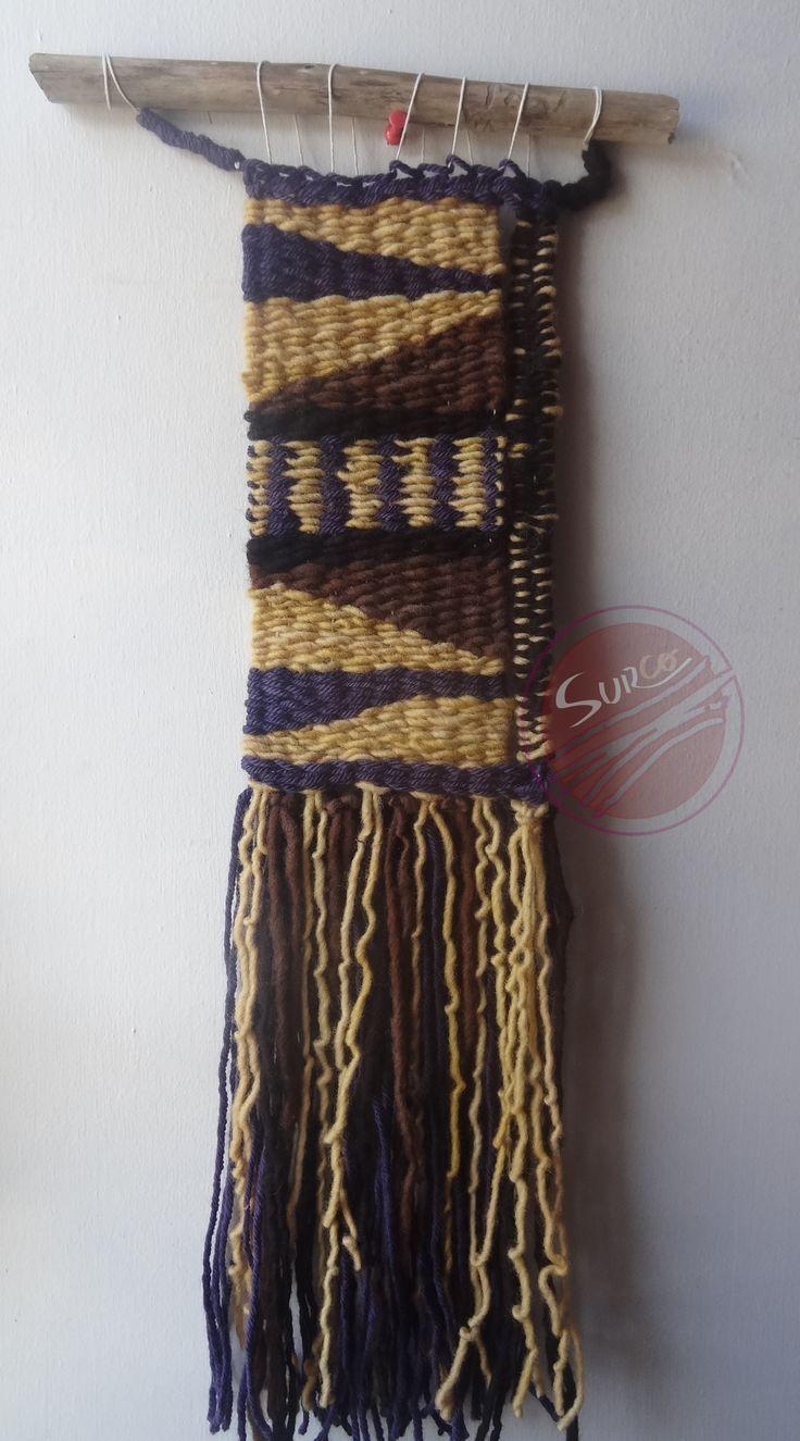 Patrón, telar decorativo realizado en lanas 100% naturales que resalta por las dimensiones de sus flecos.