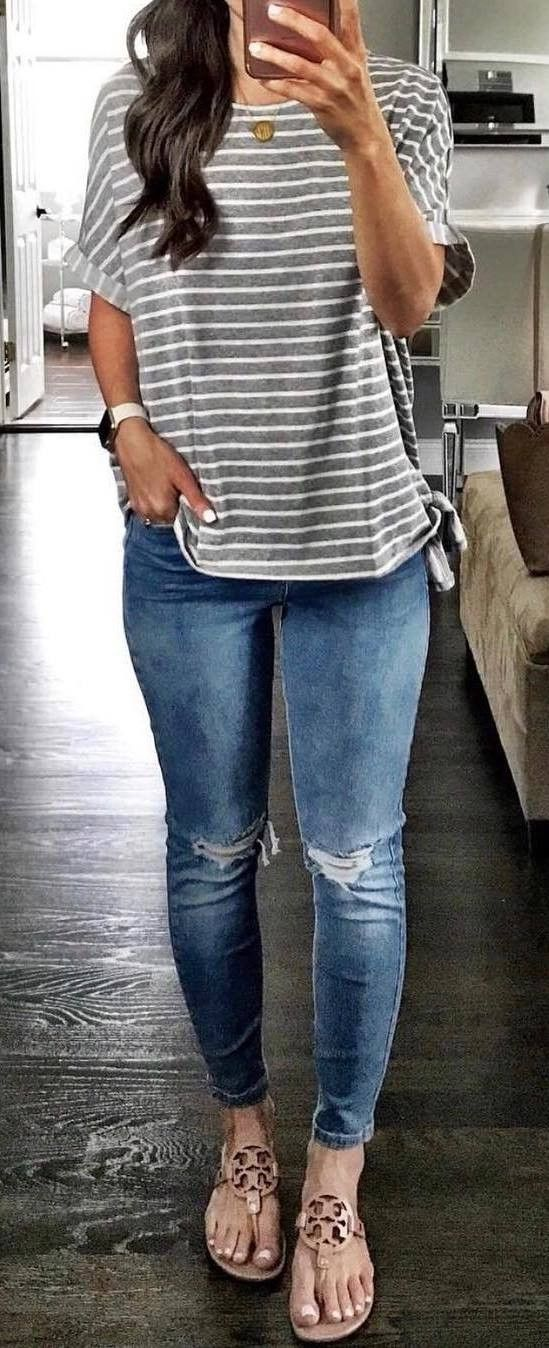 simple outfit idea: grafic top + rips + sandals