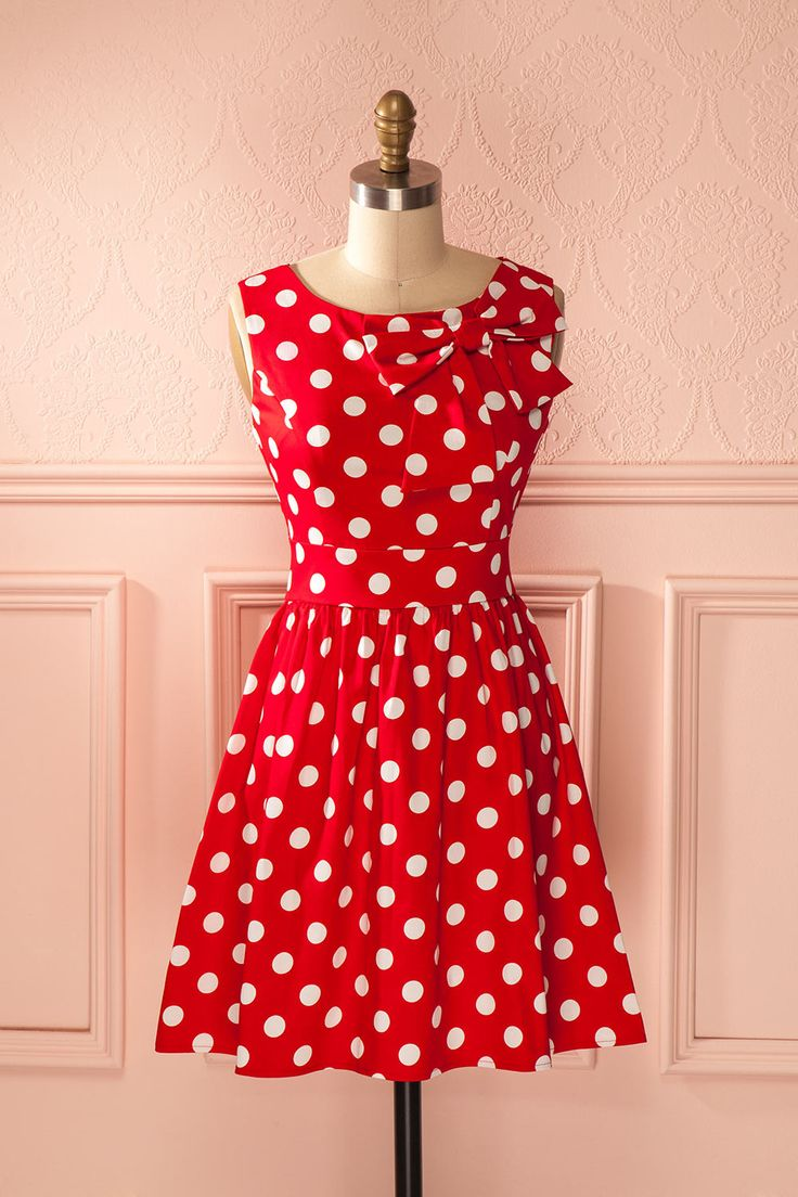 Quand le chat n'est pas là, les souris dansent le rockabilly !  When the cat is away, the mice will jive and play! Bright red polkadot retro dress www.1861.ca