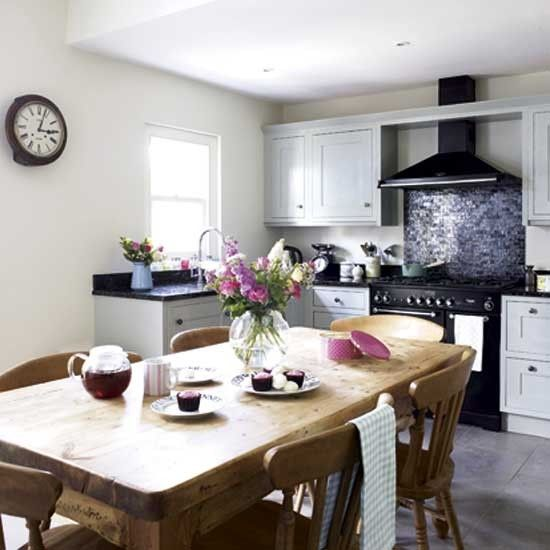 A black Classic Deluxe 90 with matching Classic hood is the star in this quaint kitchen diner