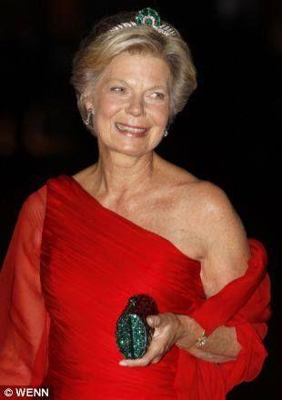 Joyeux 62e anniversaire àS.A.R Archiduchesse Marie-Astrid d'Autriche princesse impériale d'Autriche princesse royale de Hongrie Croatie  Bohême princesse de Luxembourg princesse de Nassau princesse de Bourbon-Parme. Son Altesse Royale est né ce jour-si en 1954 comme la fille aînée et l'aîné des enfants du Grand-Duc Jean de Luxembourg et Grande-Duchesse Joséphine Charlotte de Luxembourg. Le 6 Février 1982 à Luxembourg elle a épousé son cousins utérins l'archiduc Carl Christian d'Autriche et…