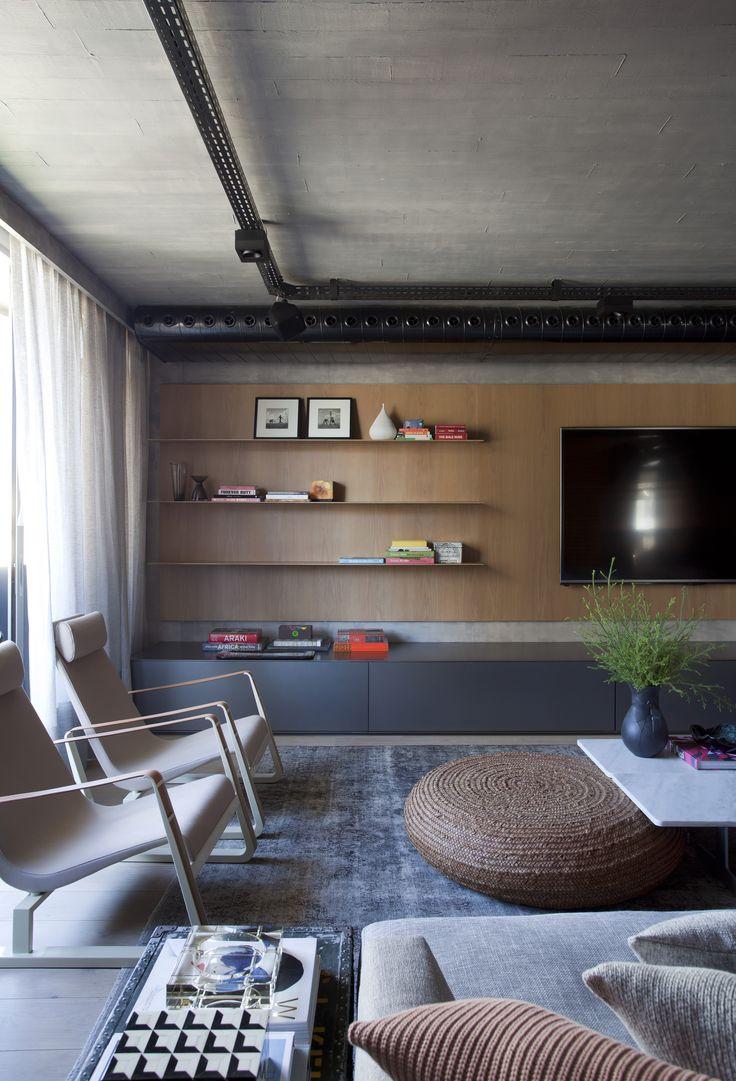 Triplex PB (Jardins, SP) / Projeto: Yamagata arquitetura / Foto: MCA Estudio | Denilson Machado @yamagataa #living #tv #hometheater