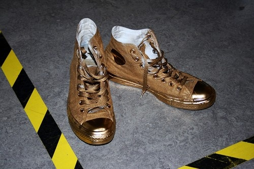 Spray your converse in gold