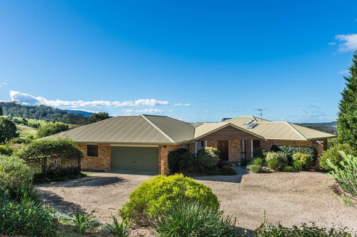 182 Croziers Rd. Berry 3 Bed 2 Bath 2 Car  http://www.belleproperty.com/buying/NSW/Shoalhaven/Berry/House/51P0447-182-croziers-road-berry-nsw-2535