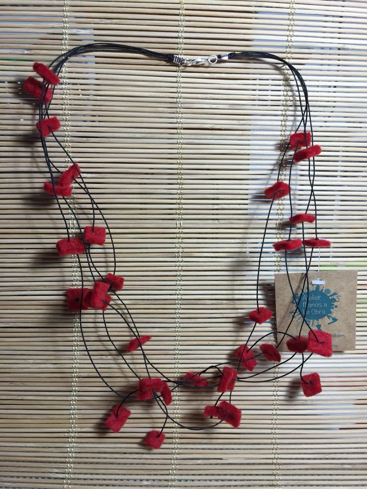 Collar cascada de fieltro rojo  Atelier manos a la obra