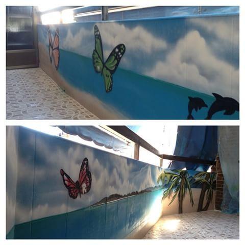 Paisaje de playa en terraza de #villaverde #madrid #graffiti #mural #balcon #graff #art #arte #decoracion #decoration #graffitiprofesional #graffitimadrid #graffiticompany #mariposa #playa #palmera