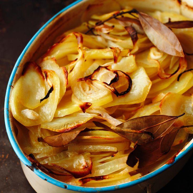Découvrez la recette Gratin d'oignons et pommes de terre au laurier sur cuisineactuelle.fr.