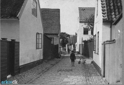 Strandstræde 39 og 37 - Det høje hus er nr 32 i 1907
